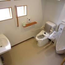 こだわり抜いた設計の整形外科クリニック(川口市)・トイレの写真