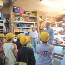 川口市内の工務店にて行われた児童向け職場見学会の様子