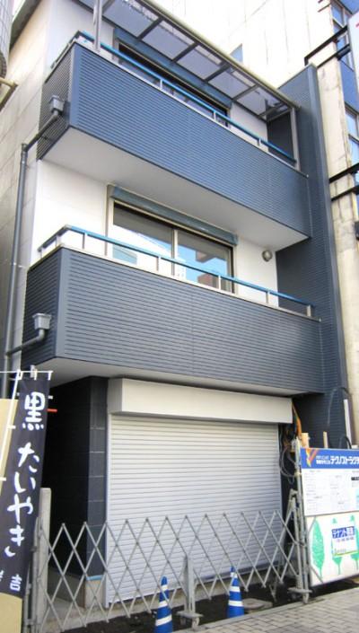 狭小地三階建二世帯の注文住宅の外観