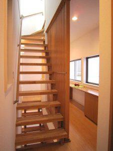 3階への階段の写真