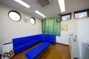 新座市の新築薬局・待合室の写真