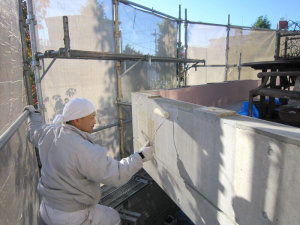外壁塗装中の写真1