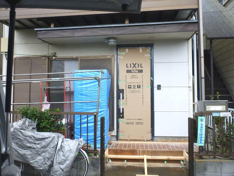 埼玉県蕨市の耐震リフォーム事例・リフォーム中の玄関写真