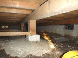 耐震リフォームの前の耐震診断の写真(床下)