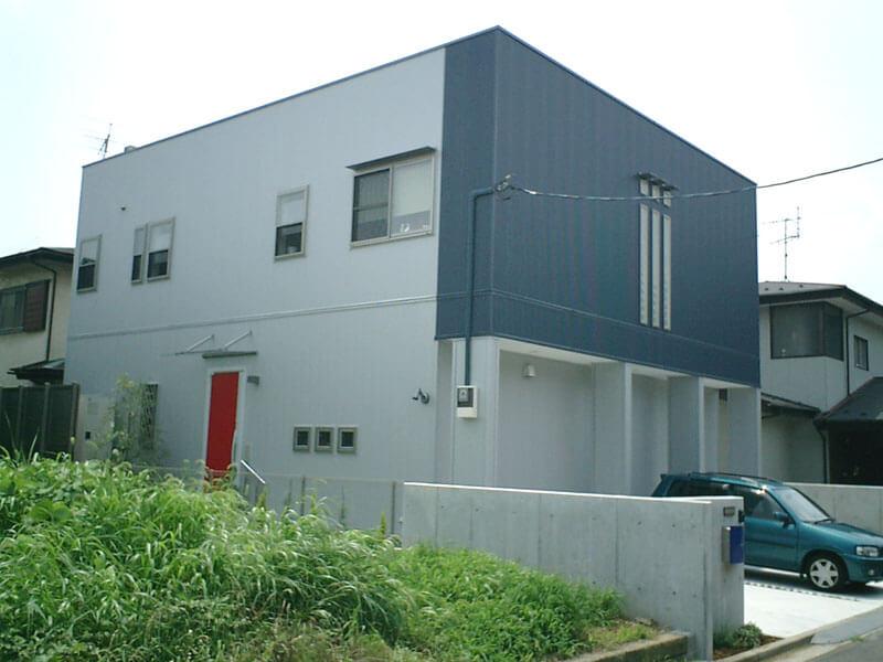 中庭をコの字に囲むシンプル・モダンな注文住宅(埼玉県さいたま市)の外観写真(北面)