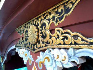 金色に装飾されている部分については、禿げている部分もある