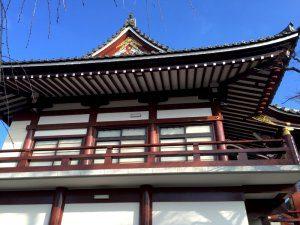塗装後のお寺を横からみた様子