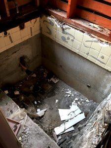 お風呂の解体中2