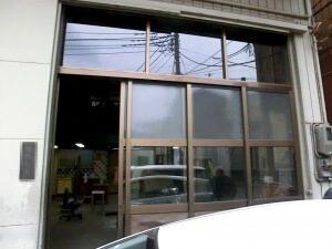 リノベーション前の工場の玄関