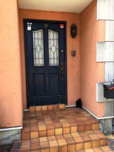 外壁塗装前の玄関周り