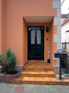 外壁塗装後の玄関周り