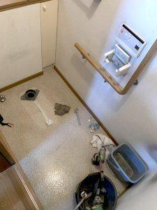 古いトイレを完全に取り払った様子