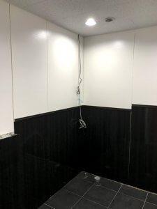 完成までもう一歩。まだ、便器や洗面台は設置されていない。