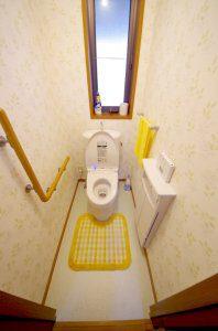 リフォーム後の2階のトイレを開いた様子