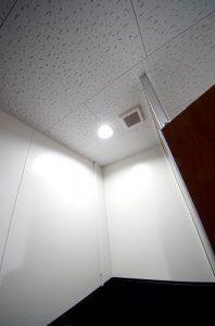 リフォーム後の照明は、スポット的な照明で、高級感がある。