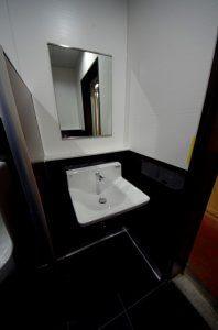 洗面台もリフォーム後は余計な配管がなくスッキリとした。