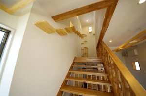 階段にそってキャットウォークが設置されている。