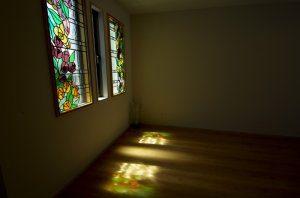 ステンドグラス風の窓