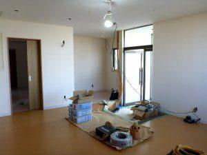 天井、床、壁全てを張り直した後の様子。まだ、照明は完成していない。