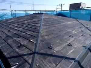 塗装前の屋根の様子。経年劣化により汚れが目立つ。