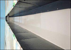 塗装後の側溝。むらなく均一に塗られていることが分かる。
