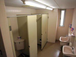 リフォーム前の女子トイレ