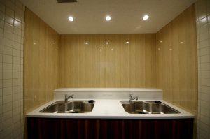 リフォーム後の給湯室の全景。