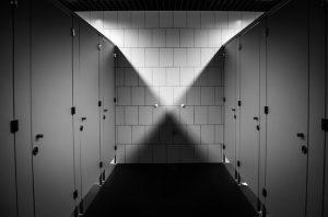 会社のトイレ(個室)がいつも満室になるのはなぜ?