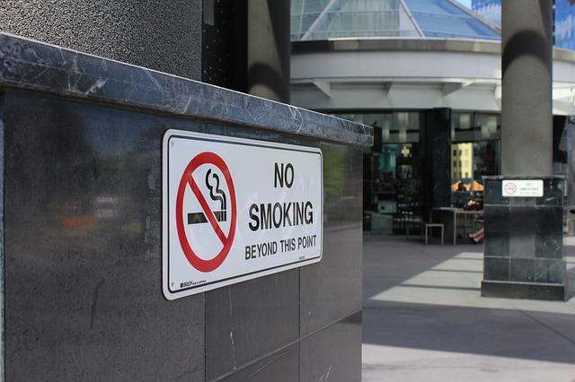 会社の受動喫煙対策が法律で義務化!正しいモクハラ対策とは?